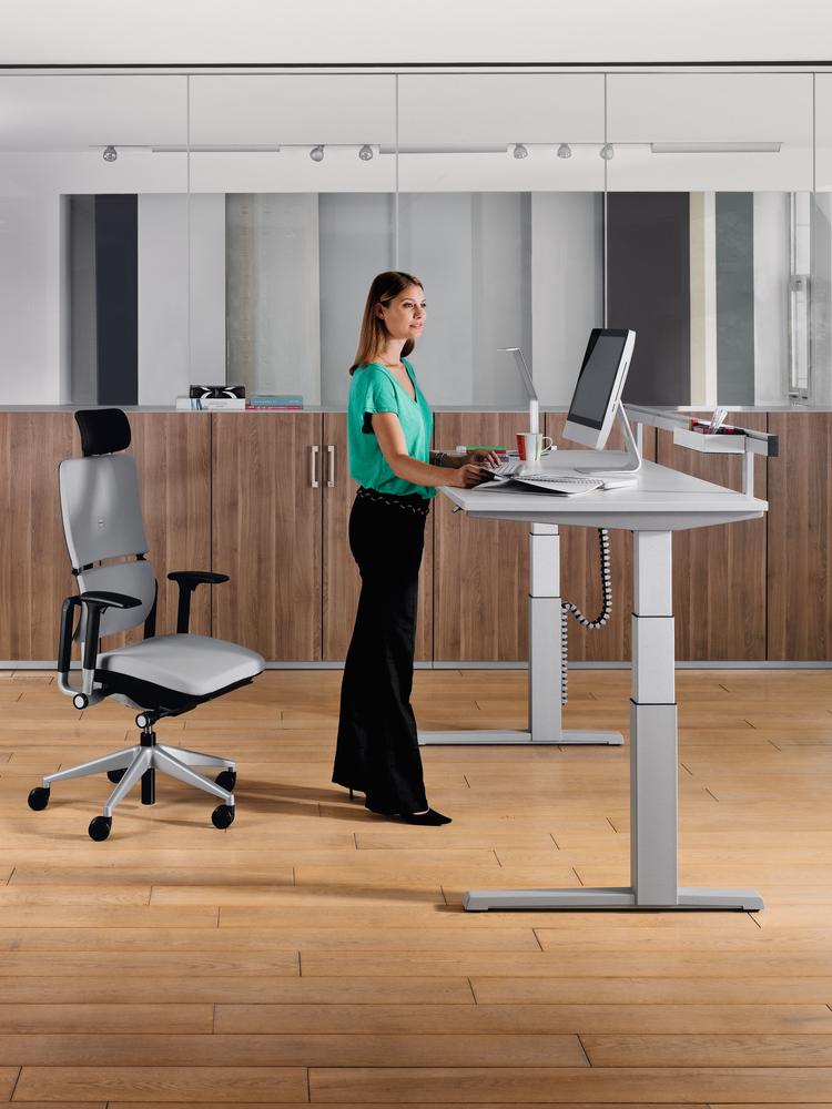 steelcase activa lift 2 sitz steh schreibtisch online kaufen bei buerostuehle. Black Bedroom Furniture Sets. Home Design Ideas